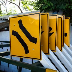Sinalização de trânsito placas